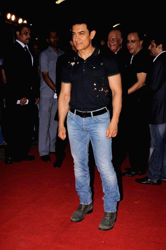 Bollywood actor Aamir Khan at the premiere of film `Ferrari Ki Sawaari` in Mumbai. - Aamir Khan