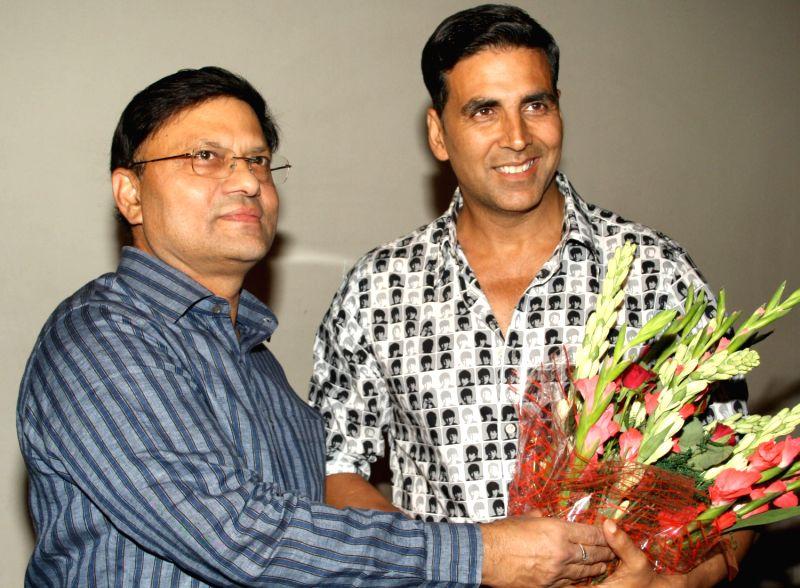 "Bollywood actor Akshay Kumar with Delhi Police Commissioner B K Gupta at a special screening of his film ""Rowdy Rathore"", in New Delhi on Wednesday. - Akshay Kumar"