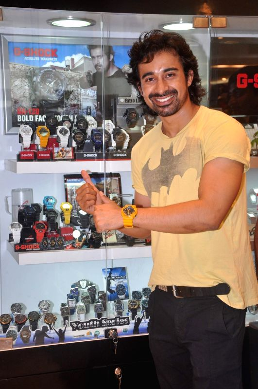 Bollywood actor Ranvijay promoted Casio watches at Oberoi Mall.