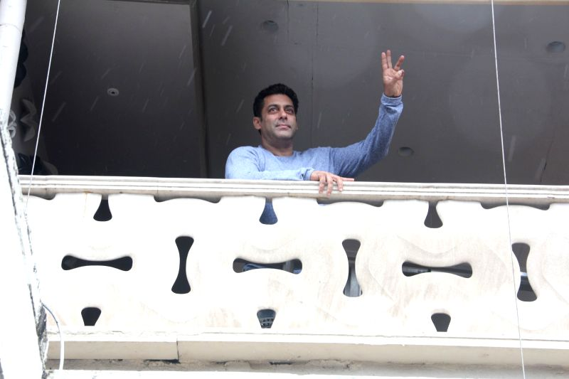 Bollywood actor Salman Khan greet his fans from his balcony on the occasion of Eid al-Fitr, in Mumbai, on June 26, 2017. - Salman Khan
