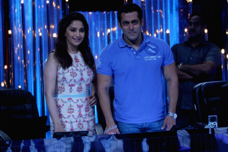 Salman Khan & Madhuri Dixit celebrated 25th anniversary of 'Hum Aapke Hain Koun.!'