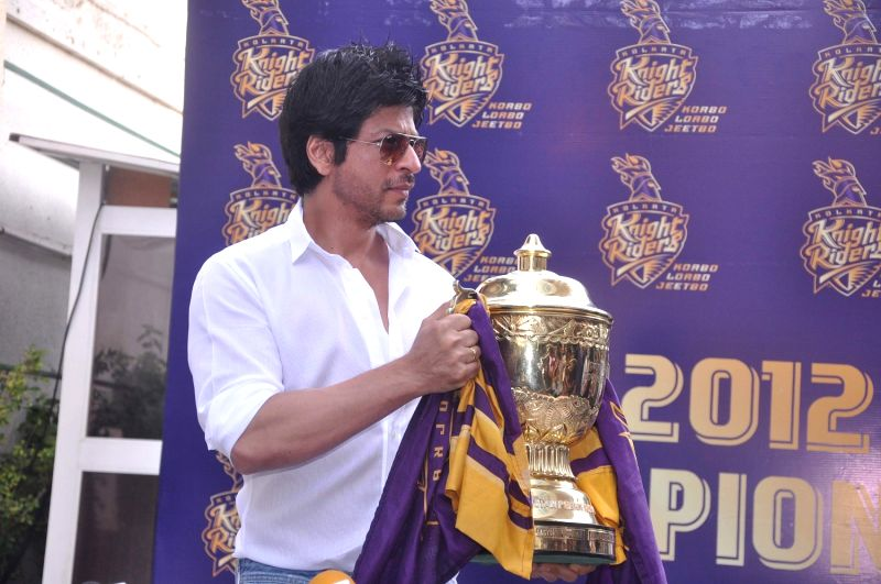 Bollywood actor Shahrukh Khan brings IPL trophy home.