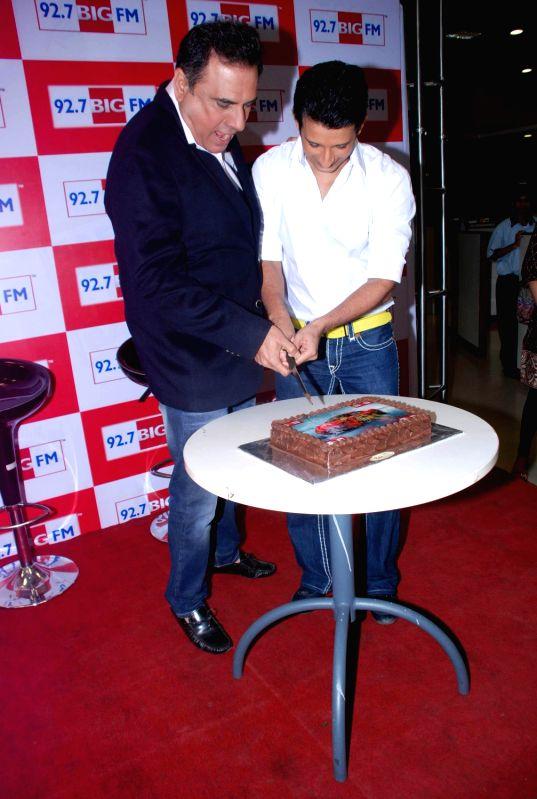 Bollywood actors Boman Irani and Sharman Joshi promoting Ferrari Ki Sawaari at Big FM 92.7 in Andheri, Mumbai. - Boman Irani and Sharman Joshi