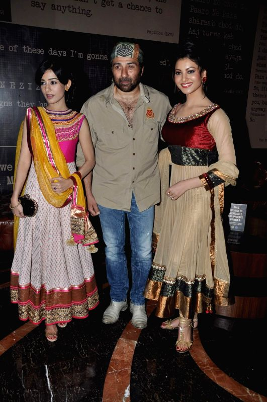 Bollywood actors Urvashi Rautela, Sunny Deol and Amrita Rao during the first look of film Singh Saab The Great in Mumbai on August 29, 2013. - Urvashi Rautela, Sunny Deol and Amrita Rao