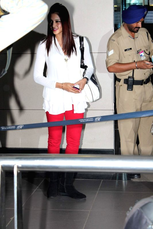 Bollywood actress Bipasha Basu at International Airport leave for IIFA. - Bipasha Basu