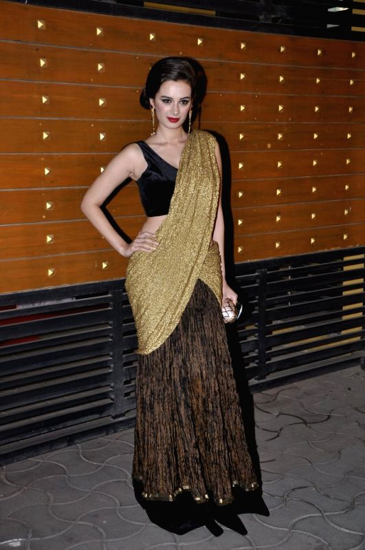 evelyn sharma saree look