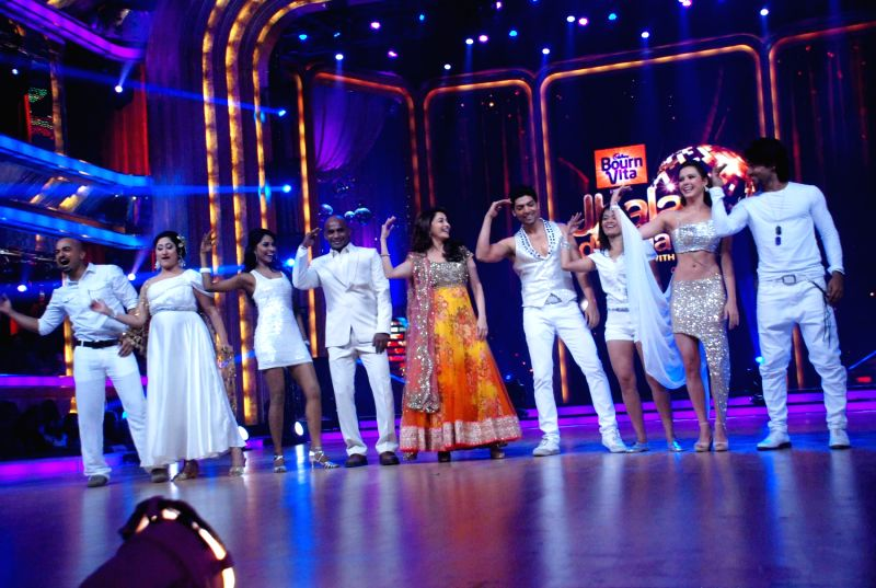 Bollywood actress Madhuri Dixit with contestants  at the launch of `Jhalak Dikhhla Jaa` Season 5 at Filmistan Studios. - Madhuri Dixit