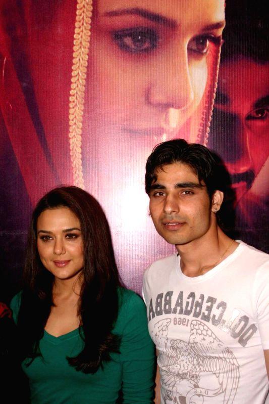Videsh review: Videsh (Hindi) Movie Review - fullhyd.com