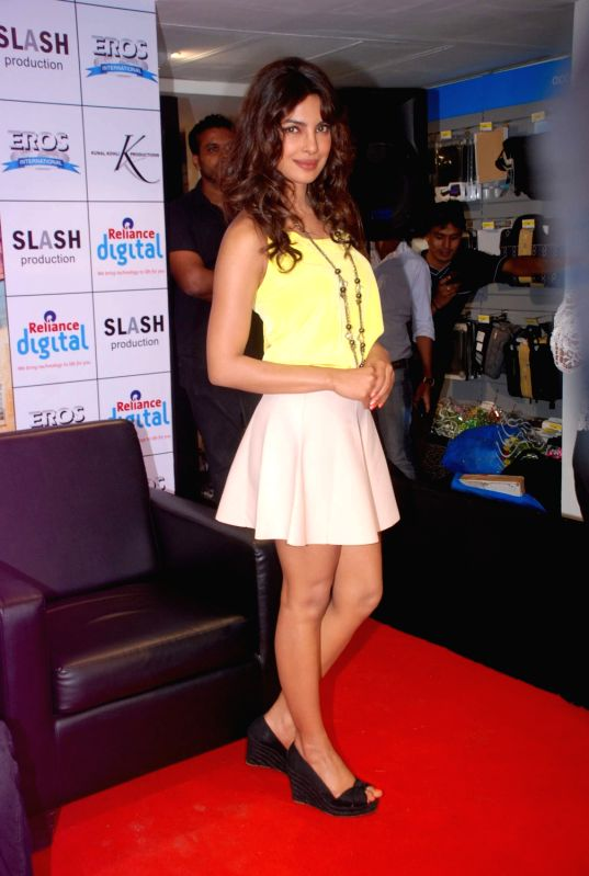 Bollywood actress Priyanka Chopra promoting Teri Meri Kahaani at Reliance Digital in Andheri, Mumbai. - Priyanka Chopra