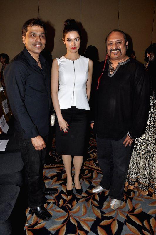 Bollywood music composer Leslie Lewis and filmmaker Divya Khosla Kumar during the Chrysalis fashion show in Mumbai, on April 25, 2014. - Divya Khosla Kumar
