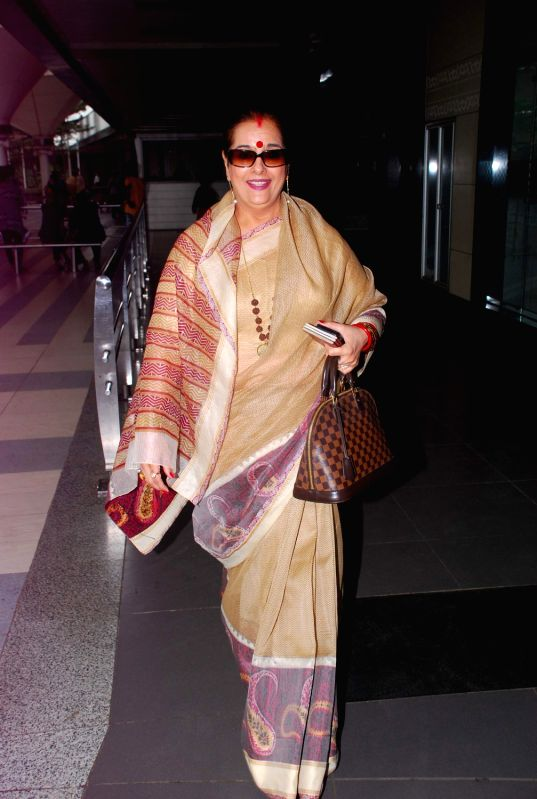 Bollywood stars return from IIFA Awards 2012.