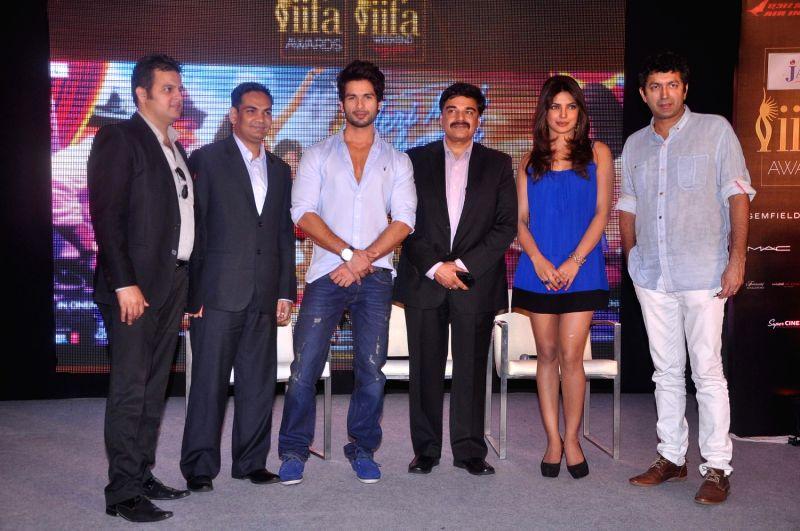 Bollywood stars Shahid Kapoor and Priyanka Chopra during `Jaypee IIFA` press meet held in Mumbai. - Shahid Kapoor and Priyanka Chopra