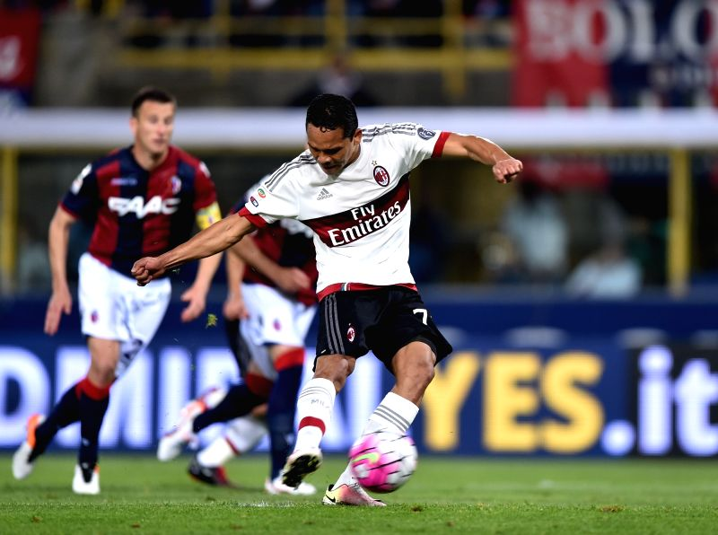 BOLOGNA, May 8, 2016 - Carlos Bacca (R)of AC Milan shoots during the 2015-2016 season Serie A football match against Bologna in Bologna, Italy, May 8, 2016. AC Milan won 1-0.