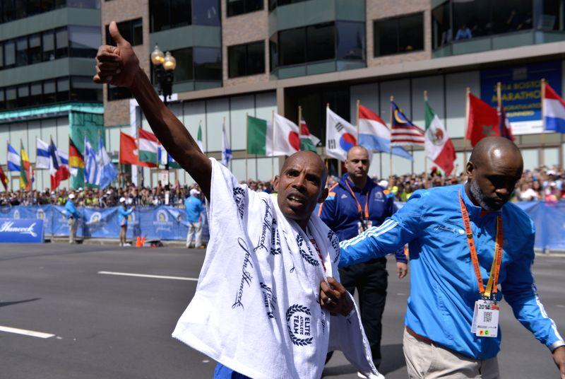 Meb Keflezighi(L) of the U.S. celebrates during 2014 Boston marathon, in Boston, Massachusetts, the United States, April 21, 2014. Meb Keflezighi claimed the title .