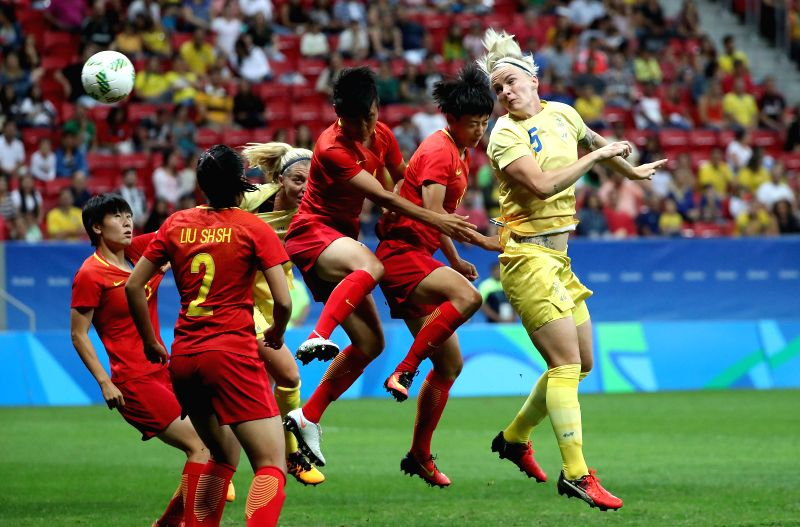 BRASILIA, Aug. 9, 2016 - Nilla Fischer (1st, R) of Sweden heads the ball during the women's group E football match between China and Sweden at the 2016 Olympic Games, in Brasilia, Brazil, on Aug. 9, ...