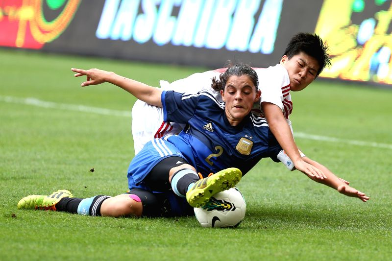 China's Ren Guixin (back) vies with Argentina's Florencia Quinones during a match between China and Argentina of the 2014 International Women's Football Tournament