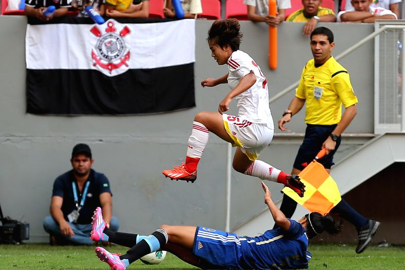 China's Wang Shuang (top) breaks through during a match between China and Argentina of the 2014 International Women's Football Tournament of Brasilia in Brasilia, .
