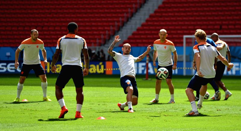 Wesley Sneijder(C) of Netherlands attends a training session at the Estadio Nacional Stadium in Brasilia, Brazil, on July 5, 2014. Netherlands will play the 2014 ..