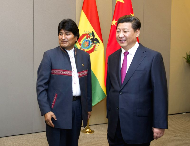 Chinese President Xi Jinping (R) meets with Bolivian President Evo Morales in Brasilia, Brazil, July 16, 2014.