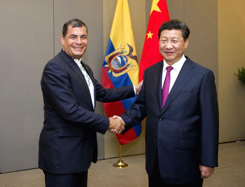 Chinese President Xi Jinping (R) meets with Ecuadorian President Rafael Correa in Brasilia, Brazil, July 16, 2014.
