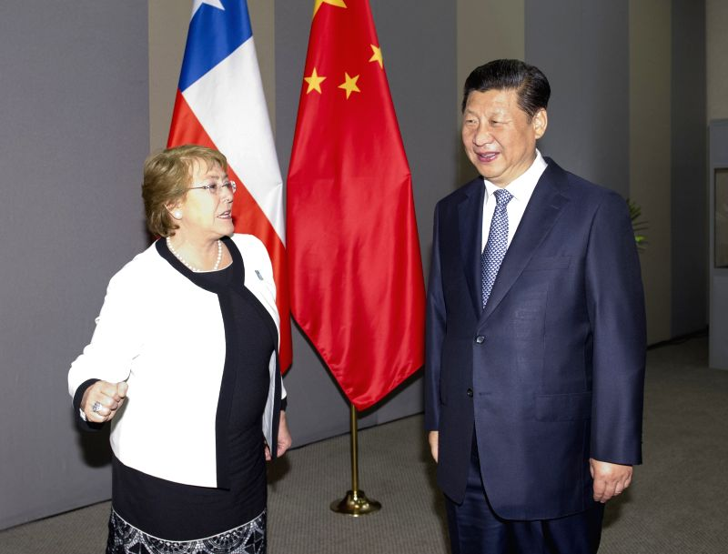 Chinese President Xi Jinping (R) meets with Chilean President Michelle Bachelet in Brasilia, Brazil, July 16, 2014.