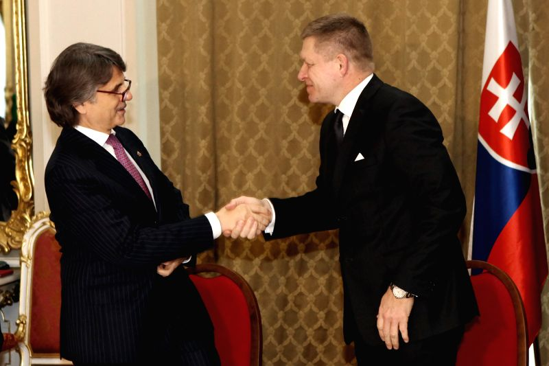 Slovak Prime Minister Robert Fico (R)  shakes hands with CEO of Jaguar Land Rover Ralf Speth after signing an investment contract for a new plant at the ... - Robert Fico