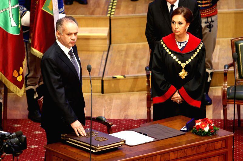 New Slovak President Andrej Kiska (L) takes the presidential oath during a Parliamentary session in Bratislava, on June 15, 2014.
