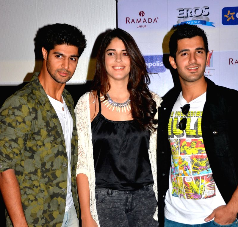 Brazilian model and actress Izabelle Liete with Tanuj Virwani and Aditya Seal during a press conference to promote their upcoming film 'Purani Jeans' in Jaipur on April 29, 2014. - Izabelle Liete