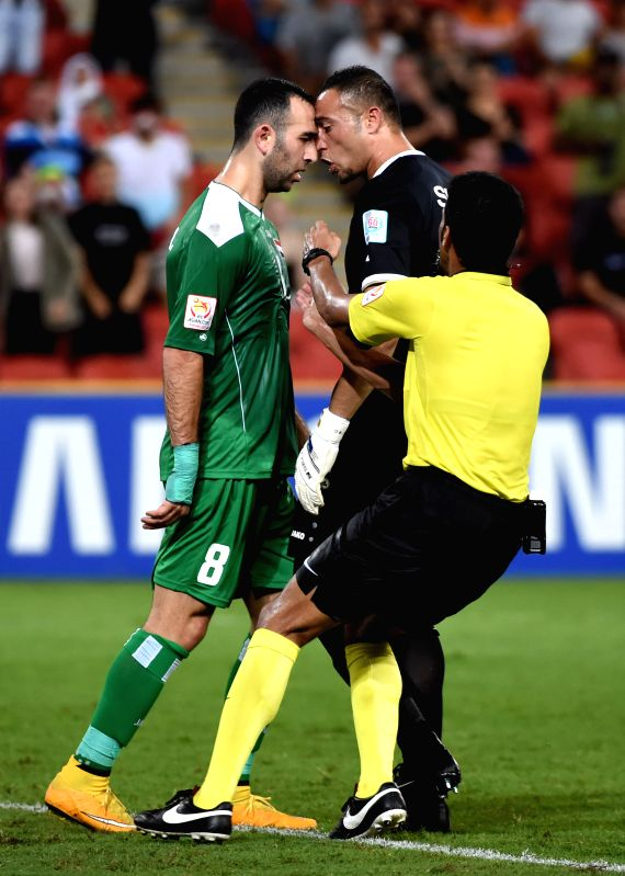 Justin Hikmat Azeez (L) of Iraq argues with Amer Shafi of Jordan during a Group D match at the AFC Asian Cup in Brisbane, Australia, Jan. 12, 2015. Iraq won 1-0. ..