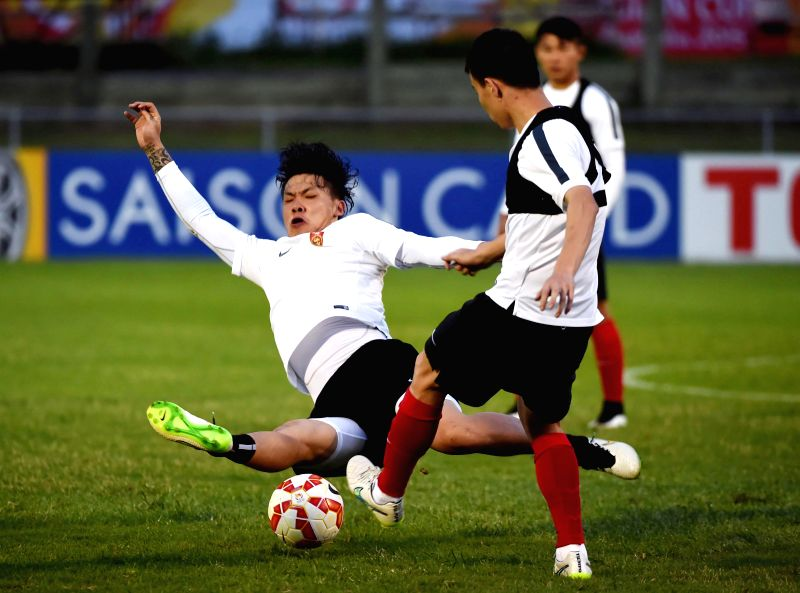 Wang Dalei (L) of China attends a training session prior to the group match against Uzbekistan at the AFC Asian Cup in Brisbane, Australia, Jan. 13, 2015. ...