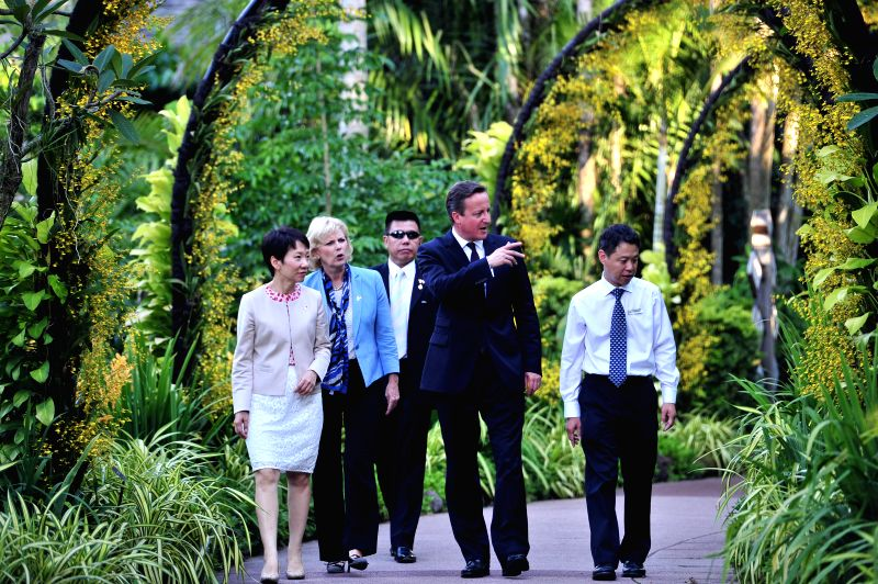 British Prime Minister David Cameron (2nd R), British Minister of State for Small Business and Enterprise Anna Soubry (2nd L) and Singapore's Minister in the ... - David Cameron