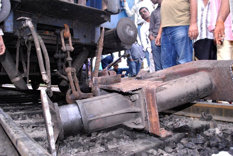 Broken coupling of Hazrath Nizamuddin – Yeshwantapur Sampark Kranti Express which led to the detachment of the coaches S7 and S8 while the train was on the run near Kacheguda railway station in ...