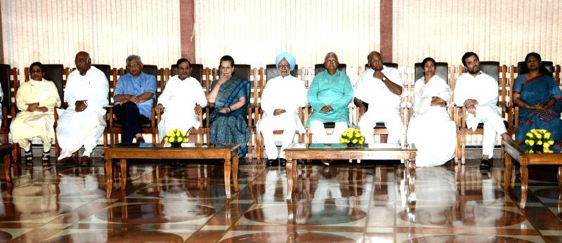 BSP chief Mayawati, er of the Congress parliamentary party in Lok Sabha Mallikarjun Kharge, CPI-M General Secretary Sitaram Yechury,  JDU leader Sharad Yadav, Former Prime Minister Dr. ... - Sharad Yadav, Sitaram Yechury, Manmohan Singh, Lalu Yadav, Mamata Banerjee, Rahul Gandhi and Sonia Gandhi