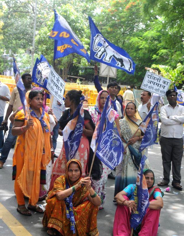 BSP wokers stage a demonstration against against BJP leader Dayashankar Singh for his derogatory remarks against party supremo Mayawati on July 21, 2016. - Dayashankar Singh