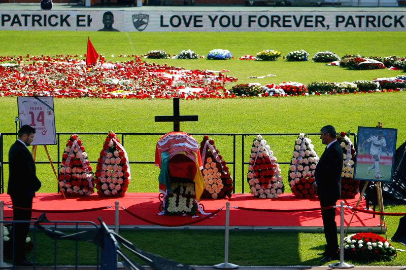 BUCHAREST, May 13, 2016 - Officials of Dinamo football club pay respect at the coffin during a farewell ceremony for Dinamo's midfielder Patrick Claude Ekeng of Cameroon in Bucharest, May 13, 2016. ...