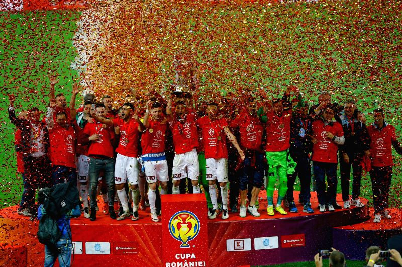 BUCHAREST, May 18, 2016 - Players of CFR Cluj celebrate with the trophy after defeating Dinamo Bucharest 5-4 on penalties at Romania's soccer Cup final in Bucharest, Romania, May 18, 2016.