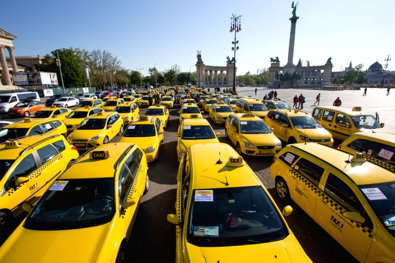 hungary budapest uber taxi protest. Black Bedroom Furniture Sets. Home Design Ideas