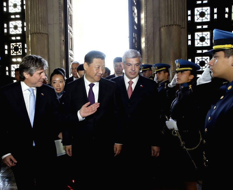 Chinese President Xi Jinping (2nd L, front) meets with Argentine Vice President and Senate President Amado Boudou (1st L, front) and Chamber of Deputies ...