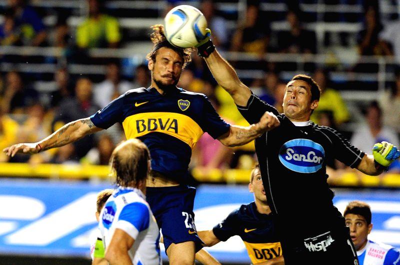 Boca Junior's Daniel Osvaldo (L Top) vies with goalkeeper Esteban Conde (R) of Atletico de Rafaela during a match at the Alberto J. Armando Stadium in Buenos ...