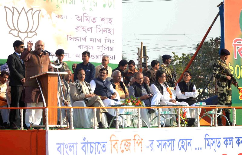 BJP chief Amit Shah addresses a rally in Burdwan of West Bengal on Jan 20, 2015. Also seen West Bengal BJP chief Rahul Sinha, BJP in-charge for Bengal Siddharth Nath Singh and others. - Rahul Sinha and Siddharth Nath Singh