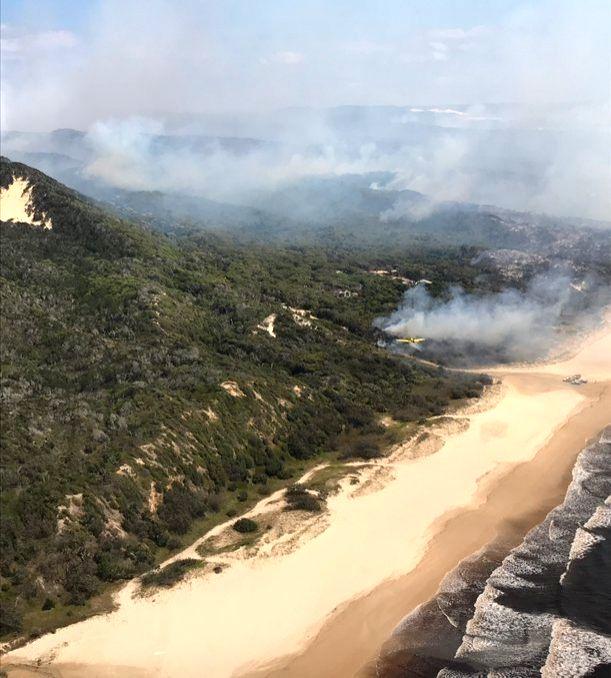 Bushfire sweeps Australia's popular Fraser Island. (Credit: twitter.com/QldFES)