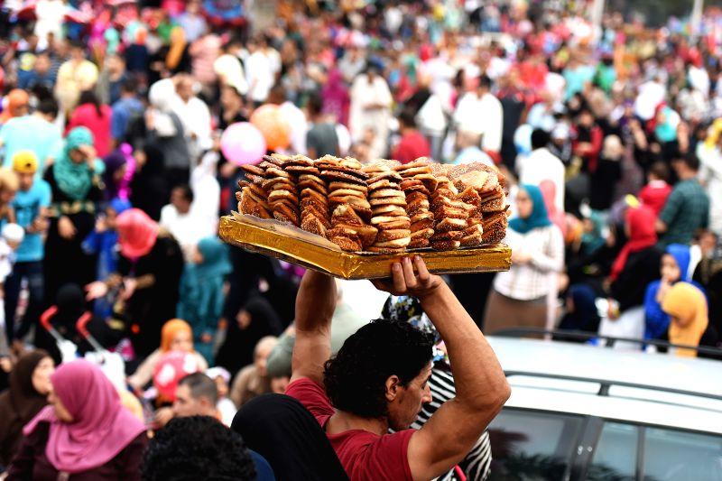 Wonderful Egyptian Eid Al-Fitr Food - cairo-july-6-2016-a-vendor-sells-bread-after-eid-433784  Best Photo Reference_656698 .jpg