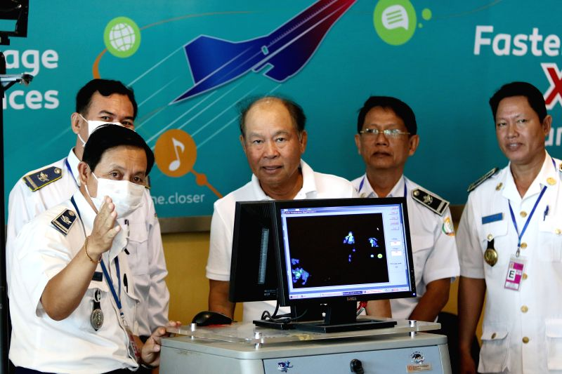 Cambodian Health Minister Mam Bunheng (C) inspects a thermoscan machine at Phnom Penh International Airport in Phnom Penh, Cambodia, June 23, 2015. Cambodia has ... - Mam Bunheng