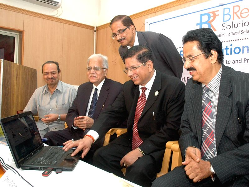 Canara Bank CMD  R K Dubey launches a website which will impart online training and coaching to banking aspirants in Bangalore on April 29, 2014.