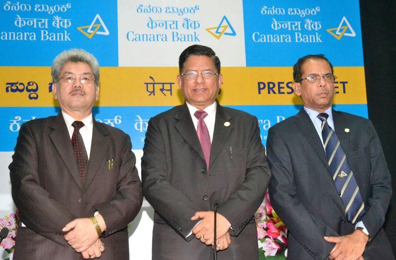 Canara Bank CMD RK Dubey with bank's Executive Director VS Krishna Kumar during a press conference in Bangalore on May 5, 2014. - Kumar