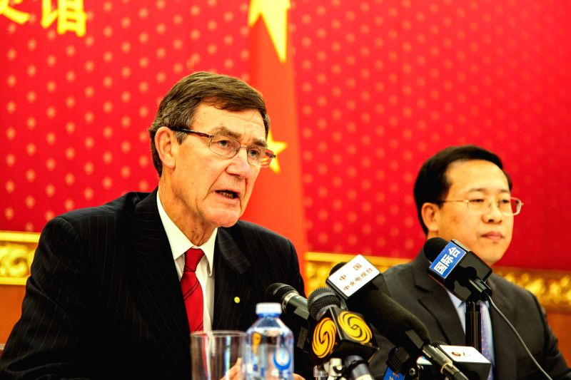 Angus Houston (L), chief of the Australian Joint Agency Coordination Center (JACC), speaks at a press conference for the Chinese media, at the Chinese embassy in .