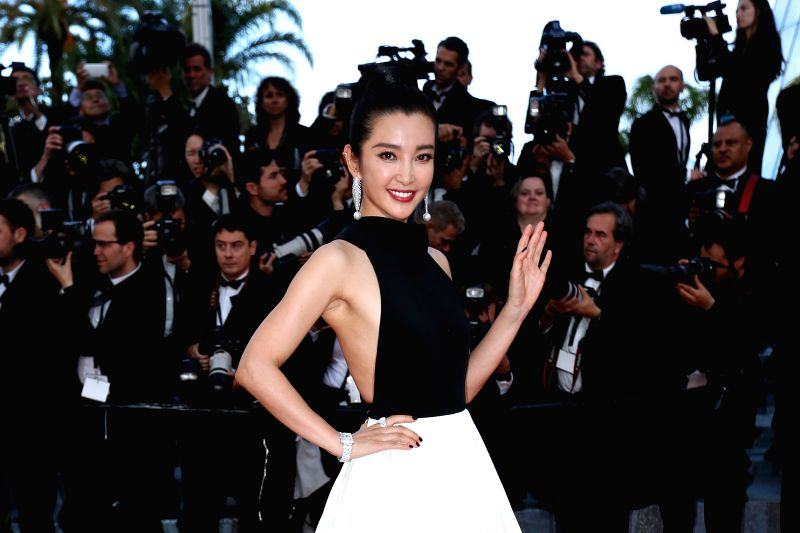 CANNES, May 11, 2011 - Chinese actress Li Bingbing poses on the red carpet before the opening of the 69th Cannes Film Festival in Cannes, France, on May 11, 2016. The 69th Cannes Film Festival will ... - L