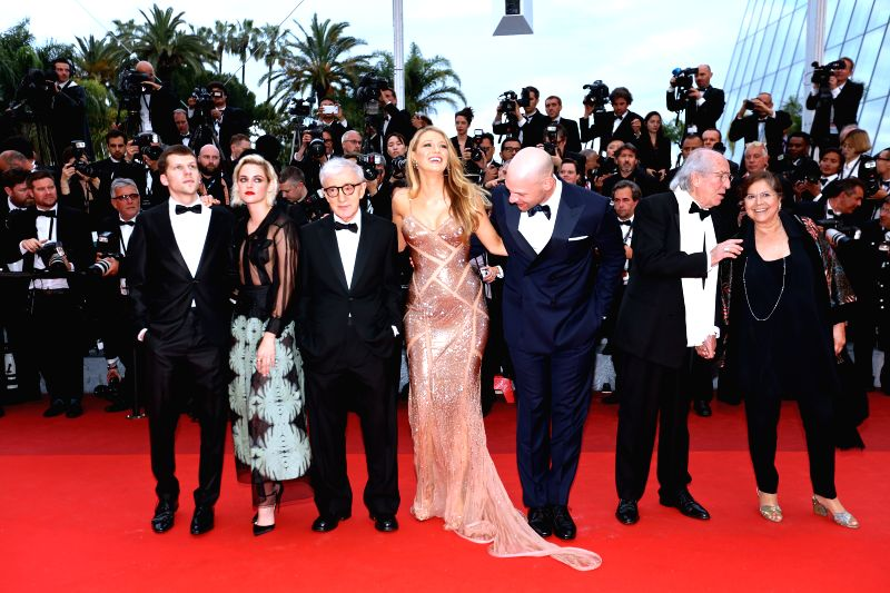 CANNES, May 11, 2011 - Director Woody Allen (3rd L) and cast members Blake Lively (4th L), Kristen Stewart (2nd L), Corey Stoll (3rd R) and Jesse Eisenberg (1st L) pose on the red carpet before the ...