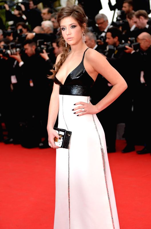 French actress Adele Exarchopoulos arrives on the red carpet for the opening ceremony of the 67th Cannes Film Festival in Cannes, France, May 14, 2013. The festival .. - Adele Exarchopoulos