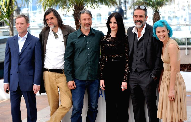 Actor Mads Mikkelsen (3rd L), actress Eva Green (4th L), actor Jeffrey Dean Morgan (2nd R) and actress Nanna Oland Fabricius (1st R) pose during the photocall for the - Mads Mikkelsen